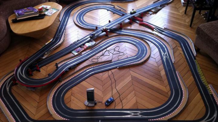 Comment faire fonctionner mon circuit enfant voiture électrique ?