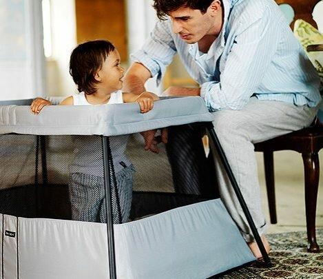Comment s'effectue le montage d'un lit parapluie