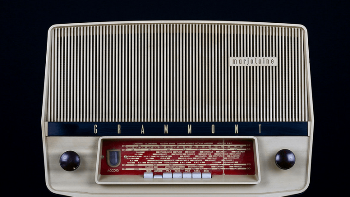 Comment transformer une radio vintage en enceinte Bluetooth ?
